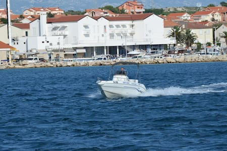 Rent a boat for 8 people - Novalja - Barco