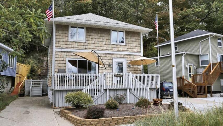Harborside- 4 Bedroom Cottage on Grand Haven Beach
