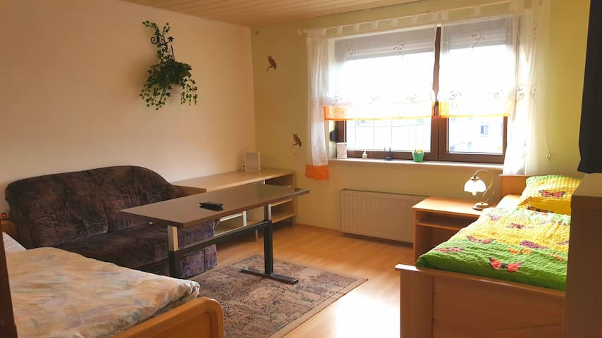 Ferienwohnung & Monteurzimmer Karlstr. 2.OG - Villingen-Schwenningen - Casa
