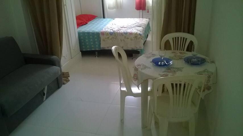 Quarto e sala lindo com ar e tv - Rio de Janeiro - Huoneisto