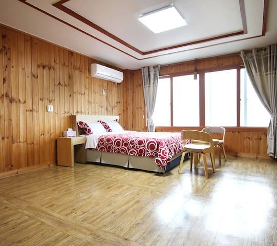 12평형 커플룸 SEASIDE HOUSE(바닷가하우스펜션) - Daejeong-eup, Seogwipo - Pensión (alojamiento típico coreano)