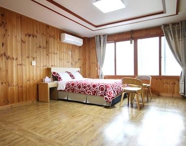 12평형 커플룸 SEASIDE HOUSE(바닷가하우스펜션) - Daejeong-eup, Seogwipo - Pensió (Corea)