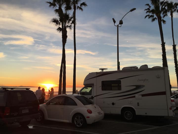 Cozy & clean: Motorhome oceanfront. Newport Beach