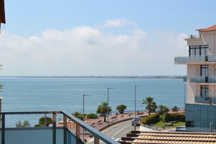 Dúplex 1a línia de mar amb piscina, parking i AC