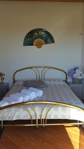 Splendida camera vista meravigliosa - Monzambano - Wikt i opierunek