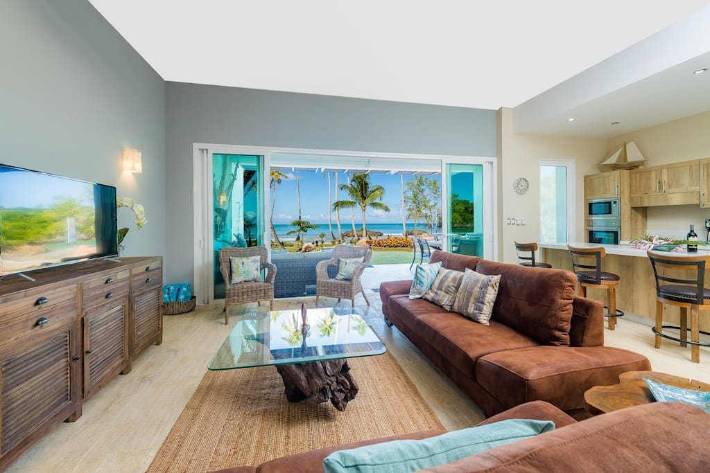 Stunning views with luxurious well equipped living space to enjoy this fabulous apartment directly beachfront to Playa Bonita.