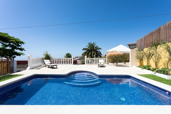 HOUSE PRIVATE POOL.