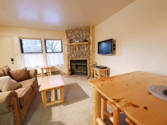 Nice Wolf Lodge condo in Eden with free WiFi