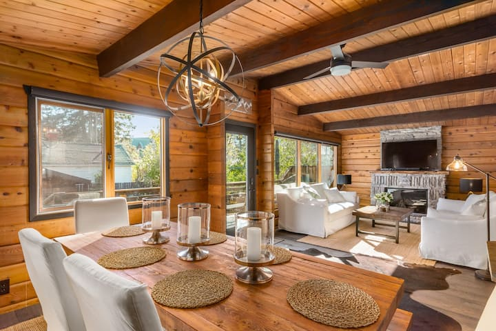 Rustic Chic Banff Mountain Home 1800 Sq Ft