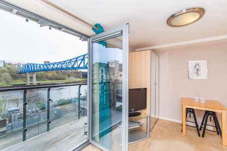 Light & Airy Quayside Studio with River Tyne View - Newcastle upon Tyne - Wohnung