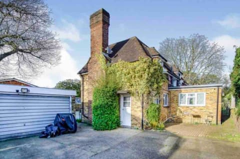 Lovely cottage in the heart of Shirley- Croydon
