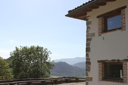 Apartamento rústico moderno. Vistas a la montaña