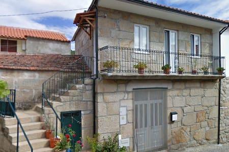 S.Mamede de Ribatua:Maison Villageoise