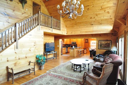 Convenient, cozy cabin in the heart of Ocoee Tn!