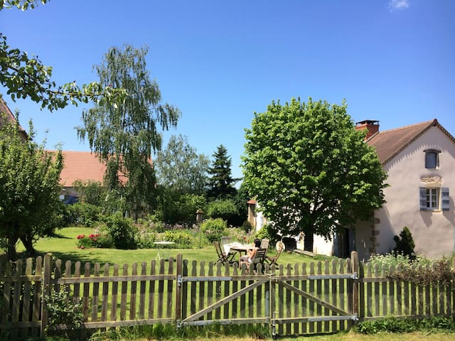 Maison rénovée 14 pers piscine (71)