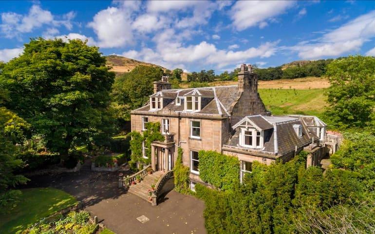 Rural Getaway In Heart Of Edinburgh, Hawthorn Brae