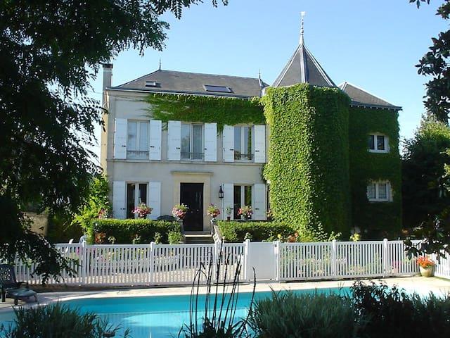 Chambre rez-de-jardin Les Magnolias - Saint-Chéron - Maison