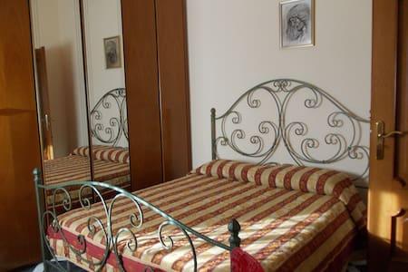 Camera matrimoniale, gran confort! - Cutro - Huoneisto