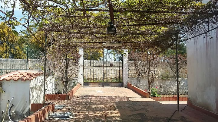 Villa with garden, close to the seaside, Sciacca