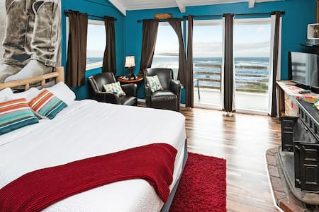 Western oceanfront queen with fireplace