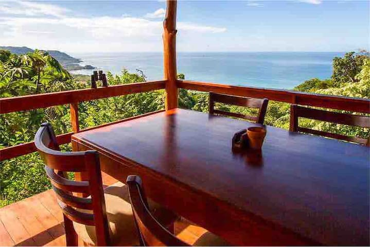 **Jungle Villa close to Surf w/ EPIC VIEW & Pool**