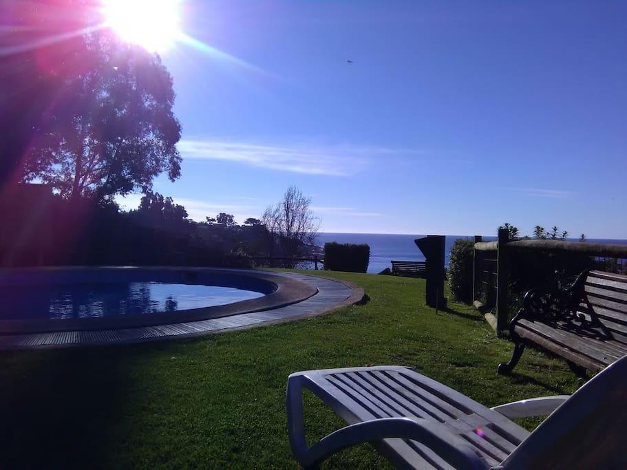 Piscina temperada , heated pool.