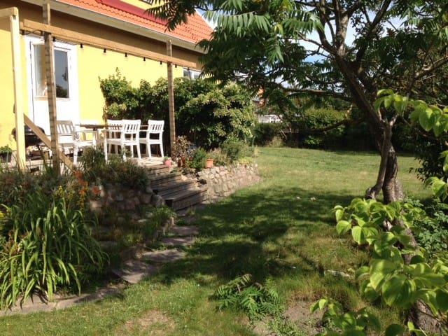Vänlig familjevilla ett stenkast från stranden - Falkenberg - Apartamento