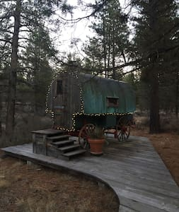 Unique & Cozy Basque Sheep Wagon - Sisters - Camper/RV