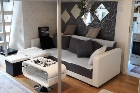 Fully equipped stylish flat&balcony, 10mins2center - Praha
