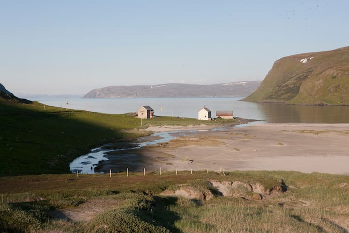 Eidegaarden - huge arctic landscape - Akkarfjord - Hus