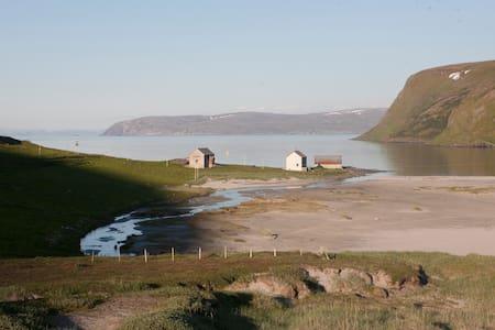 Eidegaarden - huge arctic landscape - Akkarfjord - Casa