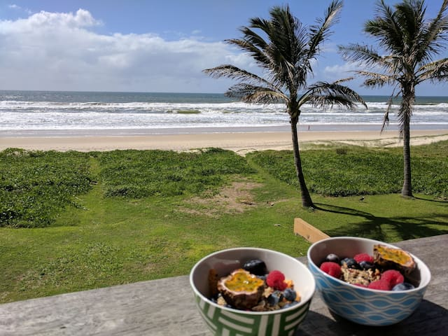 ON the Beachfront with Breakfast as well! - Mermaid Beach - House