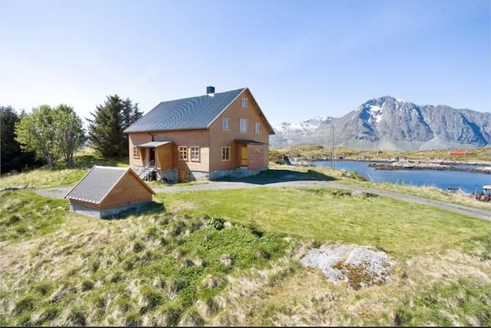 3 Rooms for Rent in Magical Lofoten - Room A