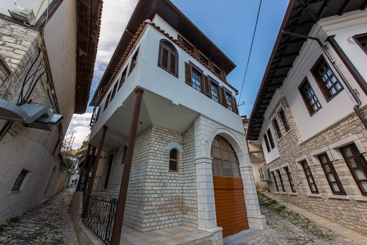 Heraklis - In the old town