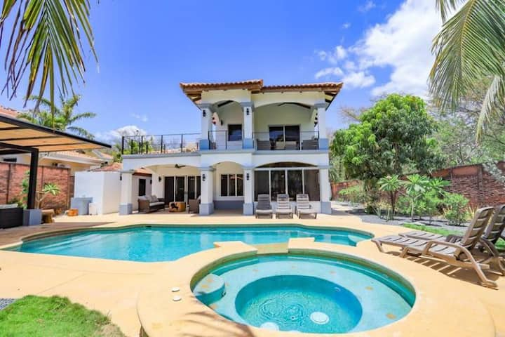 Beachfront Family Home in Playa Grande, 5BR, Jacuzzi, Private Pool