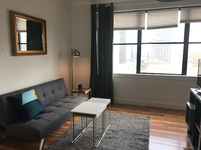 Cool Modern Loft in DT Jax- Travel Nurses Welcome!