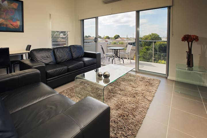 CHARLESTOWN ONE BEDROOM APARTMENT      BEST VALUE