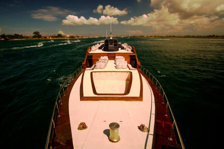 Dragoon Yacht Bali Party & Cruise