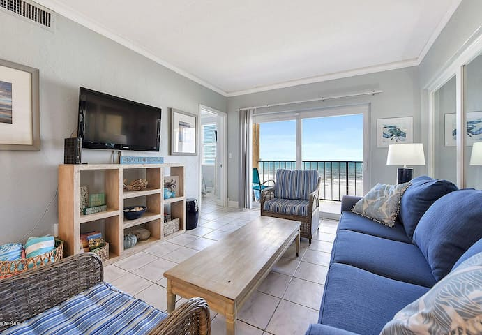 Direct Oceanfront with Pool and Private Balcony