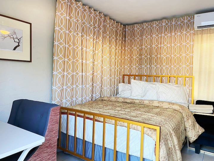 Charming Guest suite w/ AC + Close to EVERYTHING!!
