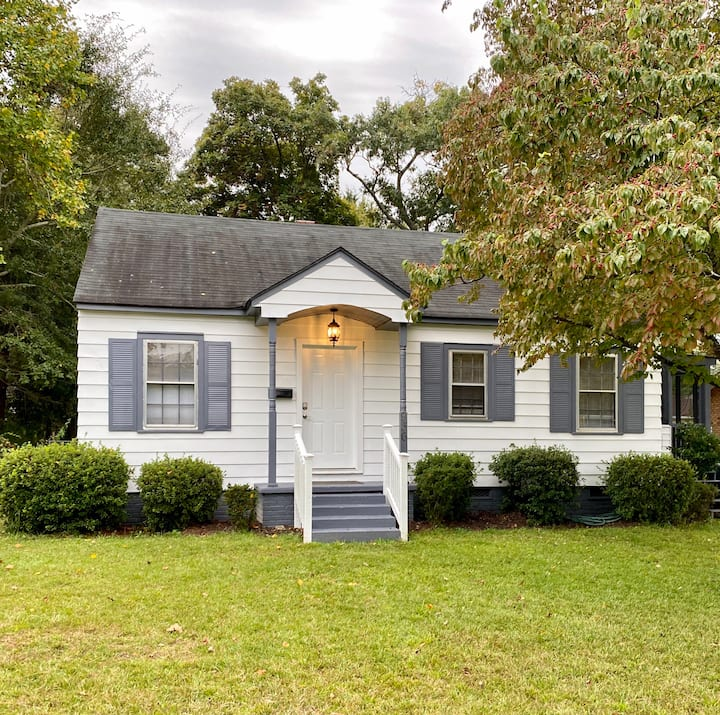 Charming Bungalow - full reno w/ screened-in porch