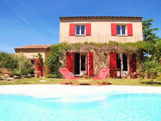 LUBÉRON - 4 BEDROOMS - 8 PEOPLE - PRIVATE POOL