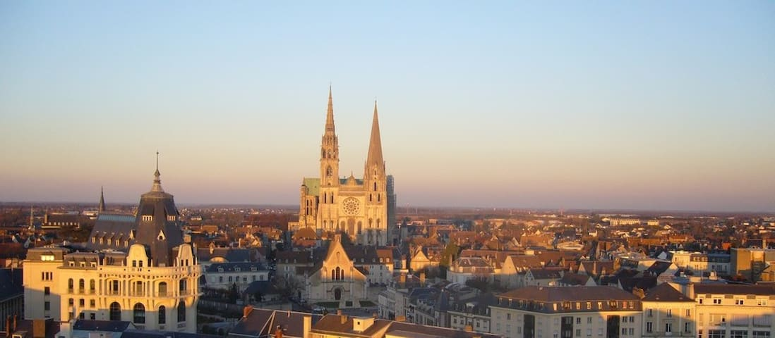 T2 centre Chartres avec vue sur la cathédrale - Chartres - Lejlighed