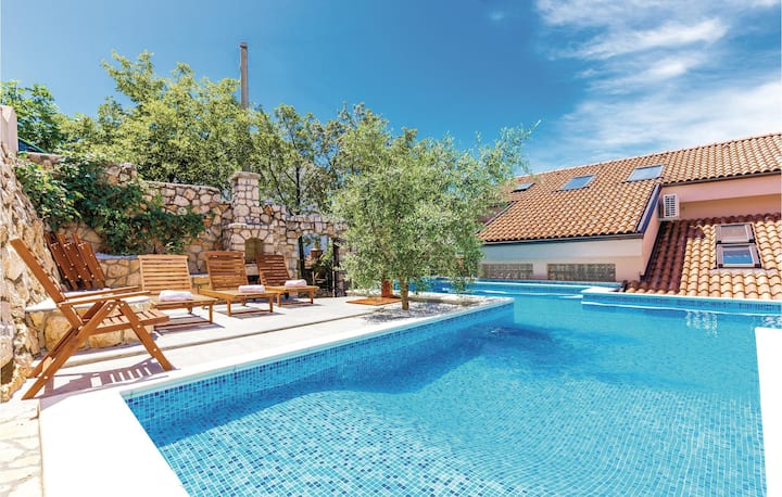 Awesome home in Dramalj with WiFi, Outdoor swimming pool and 2 Bedrooms
