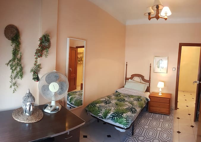 CHARMING PRIVATE ROOM IN ALICANTE+NO CLEANING FEE