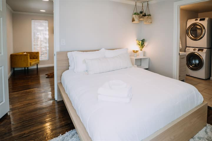 Cozy Trendy Plaza District Loft Guesthouses For Rent In Oklahoma City Oklahoma United States