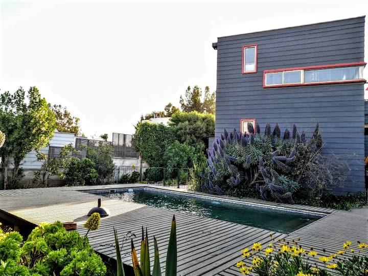 Casa con piscina, quincho y azotea en Maitencillo