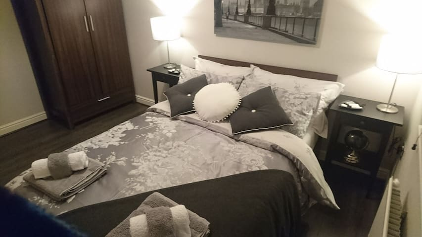 Double bedroom 5mins from Stansted Airport
