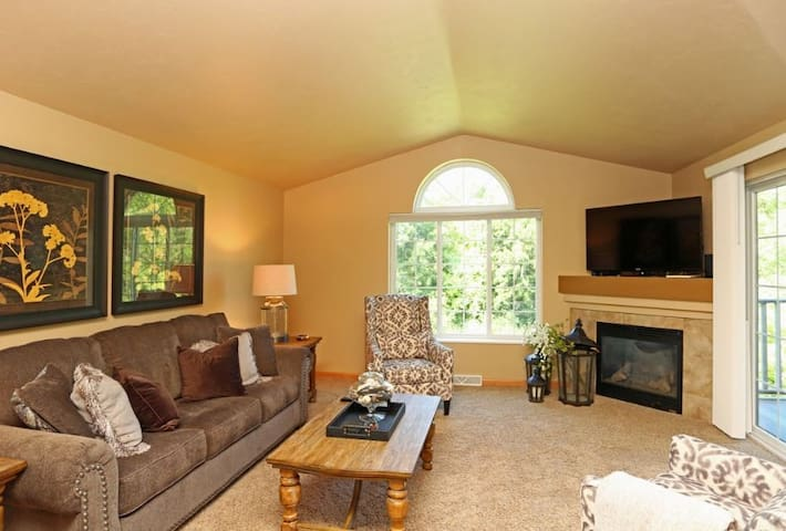 2 Bed 2 Bath Lakeside View with attached garage