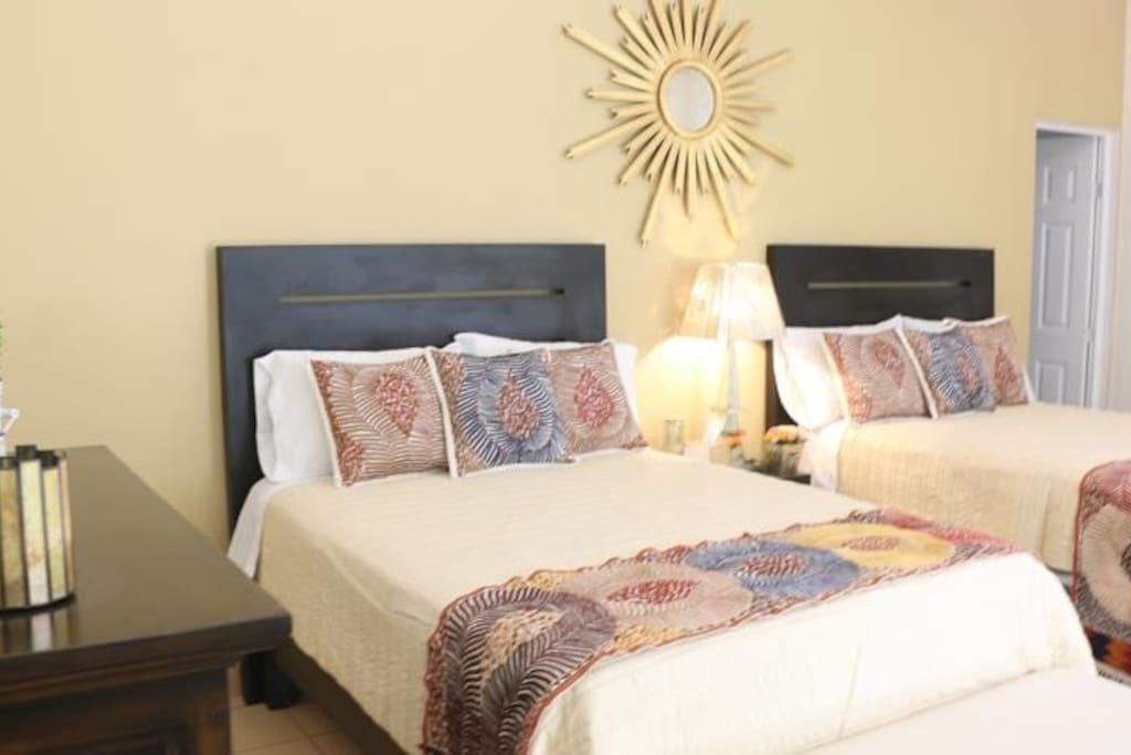 contamos con habitaciones dobles con dos camas matrimoniales.